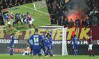 Spielabbruch nachdem ein Knallkörper der Metz Anhänger neben Torwart Lopes Lyon explodierte FOOTBA / Bild: (c) imago/PanoramiC (imago sportfotodienst)