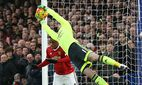 Manchester United ManU s David De Gea makes a save from John Terry s header Barclays Premier League / Bild: (c) imago/Sportimage (imago sportfotodienst)