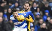 Michael Madl of Fulham battles with Jamie Mackie of QPR during the Sky Bet Championship match betwee / Bild: (c) imago/BPI (imago sportfotodienst)
