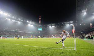 Feature Allgemein Randmotiv Konstantin RAUSCH K beim Eckball Aktion Stadion Uebersicht Fuss / Bild: (c) imago/Sven Simon (imago sportfotodienst)