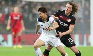 Tottenham s Heung Min Son tussles with Leverkusen s Julian Baumgartlinger during the Tottenham Hotsp / Bild: (c) imago/Sportimage (imago sportfotodienst)