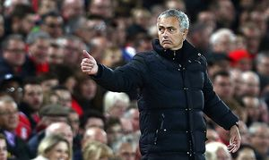 Manchester United ManU manager Jose Mourinho gives the thumbs up during the Premier League match be / Bild: (c) imago/BPI (imago sportfotodienst)