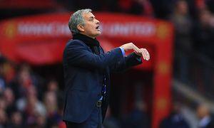Manager of Chelsea Jose Mourinho suggests a dive Manchester United vs Chelsea Barclay s Premie / Bild: (c) imago/Sportimage (imago sportfotodienst)