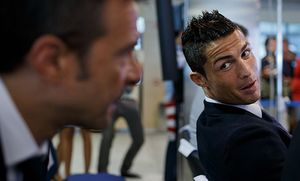 Cristiano Ronaldo Signs Contract Renewal For Real Madrid / Bild: (c) Getty Images (Gonzalo Arroyo Moreno)