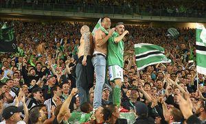 Fabien Lemoine Saint Etienne et supporters stephanois FOOTBALL Saint Etienne vs Ligue 1 23 / Bild: (c) imago/PanoramiC (imago sportfotodienst)