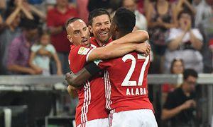 Fußball Xabi Alonso erzielt den ersten Treffer der neuen Saison Bayern München Werder Bremen 26 / Bild: (c) imago/Jan Huebner (imago sportfotodienst)