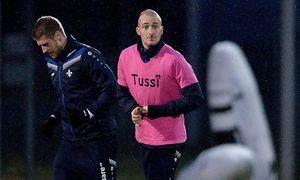 Fußball Luca Caldirola im Tussi Fehleinkauf Shirt im Training des SV Darmstadt 98 04 02 2016 xfux / Bild: (c) imago/Jan Huebner (imago sportfotodienst)