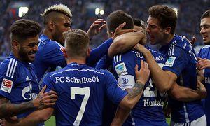 06 02 2016 Schalke freut sich über das 1 0 von Klaas Jan Huntelaar FC Schalke 04 beim BL Spiel / Bild: (c) imago/Pakusch (imago sportfotodienst)