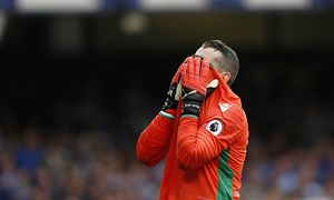 Stoke City goalkeeper Shay Given looks dejected as he reacts after the penalty by Leighton Baines re / Bild: (c) imago/BPI (imago sportfotodienst)