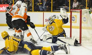December 4 2016 Philadelphia Flyers left wing Michael Raffl 12 flips the puck by Nashville Preda / Bild: (c) imago/ZUMA Press (imago sportfotodienst)
