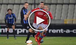 BRUGGE BELGIUM Club s Timmy Simons and Napoli s Omar El Kaddouri fight for the ball during a ga / Bild: (c) imago/Belga (imago sportfotodienst)