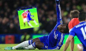 Chelsea s Kurt Zouma goes off injured Barclays Premier League Chelsea vs Manchester United ManU s / Bild: (c) imago/Sportimage (imago sportfotodienst)