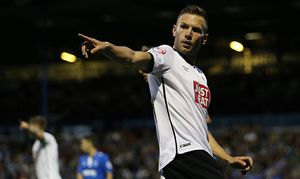 Andreas Weimann asks for a corner during the Capital One Cup match between Portsmouth and Derby Coun / Bild: (c) imago/BPI (imago sportfotodienst)
