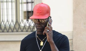 MINIMUM WEB USAGE FEE Milan Mario Balotelli and his brother Enock Barwuah make shopping in the Phi / Bild: (c) imago/Independent Photo Agency (imago sportfotodienst)