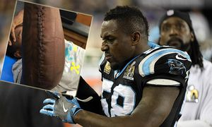 Feb 7 2016 Santa Clara CA USA Carolina Panthers outside linebacker Thomas Davis 58 pulls h / Bild: (c) imago/ZUMA Press (imago sportfotodienst)