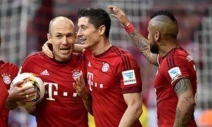TOR zum 3 0 durch Robert Lewandowski FC Bayern München mit Arjen Robben FC Bayern München links un / Bild: (c) imago/Michael Weber (imago sportfotodienst)