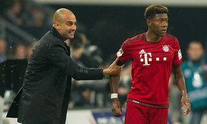 Gelsenkirchen Trainer Pep Guardiola FC Bayern Muenchen und David Alaba FC Bayern Muenchen 27 FC / Bild: (c) imago/Eibner (imago sportfotodienst)