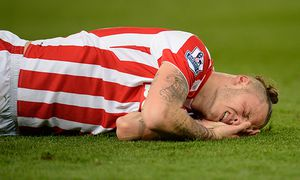 Marko Arnautovic of Stoke City lays on the ground after a collision during the Barclays Premier Leag / Bild: (c) imago/BPI (imago sportfotodienst)