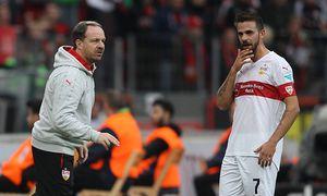 Leverkusen Trainer Alexander Zorniger VfB Stuttgart im Gespraech mit Martin Harnik VfB Stuttgart / Bild: (c) imago/Eibner (imago sportfotodienst)