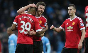 Manchester United ManU s Marcus Rashford celebrates with Michael Carrick at the end of the Barclays / Bild: (c) imago/BPI (imago sportfotodienst)
