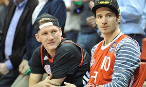 Bastian Schweinsteiger Felix Neureuther v li Zuschauer im Audi Dome FC Bayern München Basketball / Bild: (c) imago/Buthmann (imago sportfotodienst)