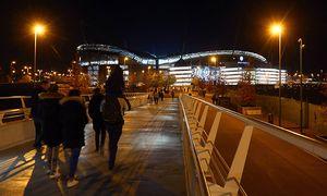 Fans arrive ahead of kick off during the UEFA Champions League Group C match between Manchester City / Bild: (c) imago/BPI (imago sportfotodienst)