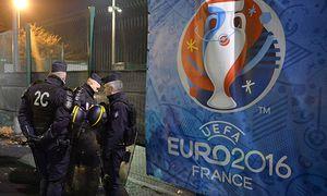 Fußball AS St Etienne Olympique Marseille Polizeipräsenz ILLUSTRATION POLICE FOUILLES PAL / Bild: (c) imago/PanoramiC (imago sportfotodienst)