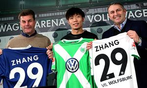 VfL Wolfsburg Unveils New Signing Xizhe Zhang / Bild: (c) Bongarts/Getty Images (Ronny Hartmann)