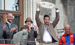 vl Claudio Pizarro FC Bayern Muenchen FC Bayern Muenchen Meisterfeier auf dem Marienplatz Fus / Bild: (c) imago/Eibner (imago sportfotodienst)
