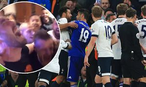 Chelsea s Diego Costa tussles with Tottenham s Mousa Dembele during the Barclays Premier League matc / Bild: (c) imago/Sportimage (imago sportfotodienst)