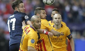 Atletico de Madrid s Saul Niguez l and FC Barcelona Barca s Javier Mascherano c l Jordi Alba c / Bild: (c) imago/Alterphotos (imago sportfotodienst)