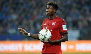 Gelsenkirchen David Alaba Bayern Muenchen mit Ball in der Hand 21 11 2015 Fussball 1 B / Bild: (c) imago/Eibner (imago sportfotodienst)