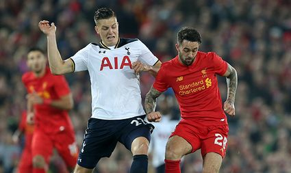 Kevin Wimmer of Tottenham tackles Danny Ings of Liverpool during the English Football League Cup Fou / Bild: (c) imago/Sportimage (imago sportfotodienst)