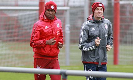 David Alaba und Fitnesstrainer Thomas Wilhelmi laufen Fussball 1 BL FC Bayern München 25 112 / Bild: (c) imago/Lackovic (imago sportfotodienst)
