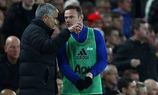 Manchester United ManU manager Jose Mourinho gives instructions to substitute Wayne Rooney during t / Bild: (c) imago/BPI (imago sportfotodienst)