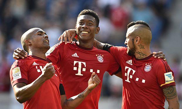 Schlussjubel nach Spielende Freude Glück Glueck Jubel v li Douglas Costa FC Bayern München Dav / Bild: (c) imago/Michael Weber (imago sportfotodienst)