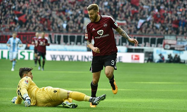 Stefan Ortega Torwart TSV 1860 Muenchen Guido Burgstaller 1 FC Nuernberg v li Aktion TSV 1 / Bild: (c) imago/Buthmann (imago sportfotodienst)