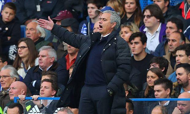 Manchester United ManU manager Jose Mourinho gestures on the touchline during the Premier League ma / Bild: (c) imago/BPI (imago sportfotodienst)