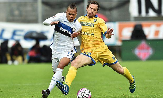 Jonathan Biabiany Inter Robert Gucher Frosinone Frosinone 09 04 2016 Stadio Matusa Football Serie A / Bild: (c) imago/Insidefoto (imago sportfotodienst)