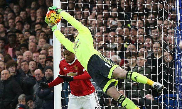 Manchester United ManU s David De Gea makes a save from John Terry s header Barclays Premier League / Bild: (c) imago/Sportimage (imago sportfotodienst)