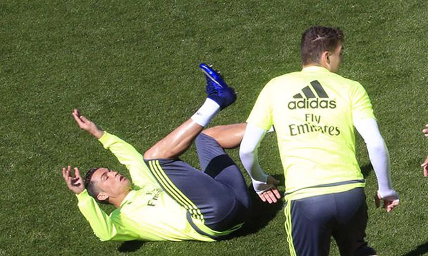 Real Madrid s Portuguese forward Cristiano Ronaldo L Croatian Mateo Kovacic C and Brazilian Dan / Bild: (c) imago/Agencia EFE (imago sportfotodienst)