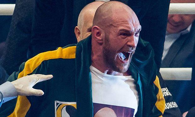 D sseldorf Tyson Fury feiert seinen Sieg im Ring Wladimir Klitschko vs Tyson Fury Boxen Schwergewi / Bild: (c) imago/Eibner (imago sportfotodienst)