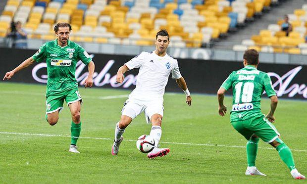 Ihor Khudobiak Aleksandar Dragovic Pavlo Ksiondz during a match of the Ukrainian football champion / Bild: (c) imago/Ukrainian News (imago sportfotodienst)