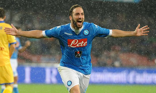 Italy Napoli Frosinone championship game Gonzalo Higuain during the Championship game between Napol / Bild: (c) imago/Pacific Press Agency (imago sportfotodienst)