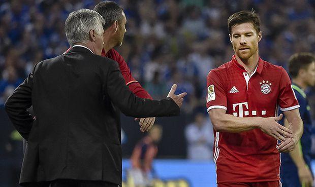 Xabi Alonso Bayern nach seiner Auswechslung waehrend dem Fussball Bundesliga Spiel Schalke 04 gege / Bild: (c) imago/Schiffmann (imago sportfotodienst)
