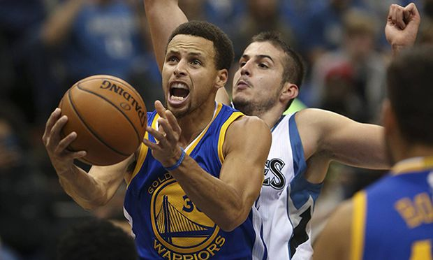 Nov 12 2015 Minneapolis MN U S Golden State Warriors guard Stephen Curry 30 put up a seco / Bild: (c) imago/ZUMA Press (imago sportfotodienst)
