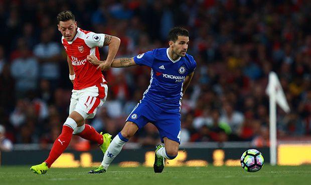 Arsenal v Chelsea London UK 24 09 2016 Mesut Ozil A Cesc Fabregas C PUBLICATIONxNOTxINx / Bild: (c) imago/Paul Marriott (imago sportfotodienst)