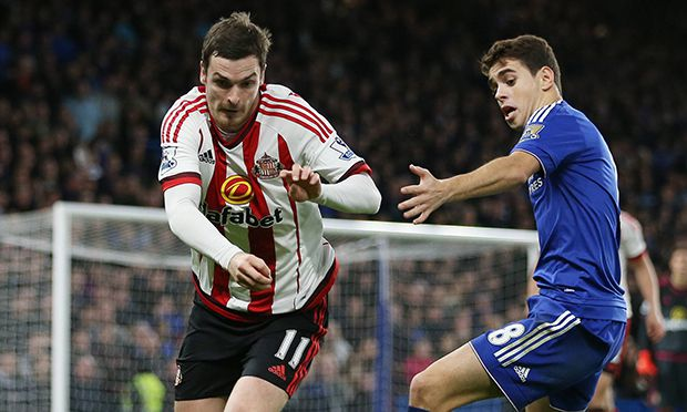 Chelsea s Oscar tussles with Sunderland s Adam Johnson Barclays Premier League Chelsea vs Sunderlan / Bild: (c) imago/Sportimage (imago sportfotodienst)