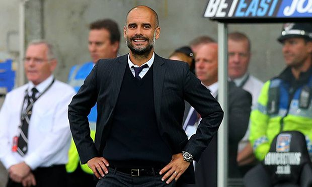 Manchester City manager Josep Guardiola smiles during the Premier League match between Swansea City / Bild: (c) imago/BPI (imago sportfotodienst)